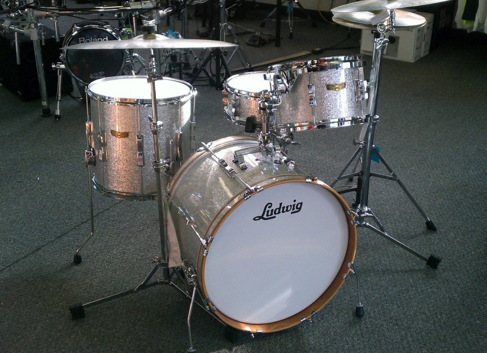Photo of Silver Sparkle Ludwig Club Date